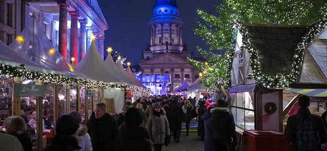 Sfeervolle kraampjes op een van de top 15 mooiste kerstmarkten van 2020