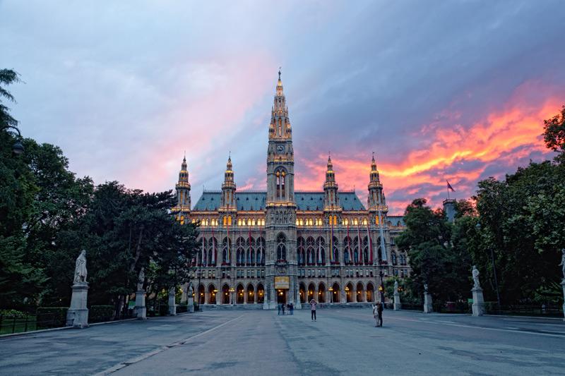 De Stadshuis in Wenen hoort bij een van de 4 x romantisch weekendje weg in Venetië