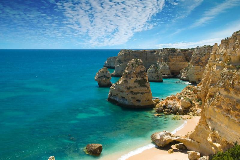 Praia da Marinha in Algarve een van de 5 populairste fly en drives