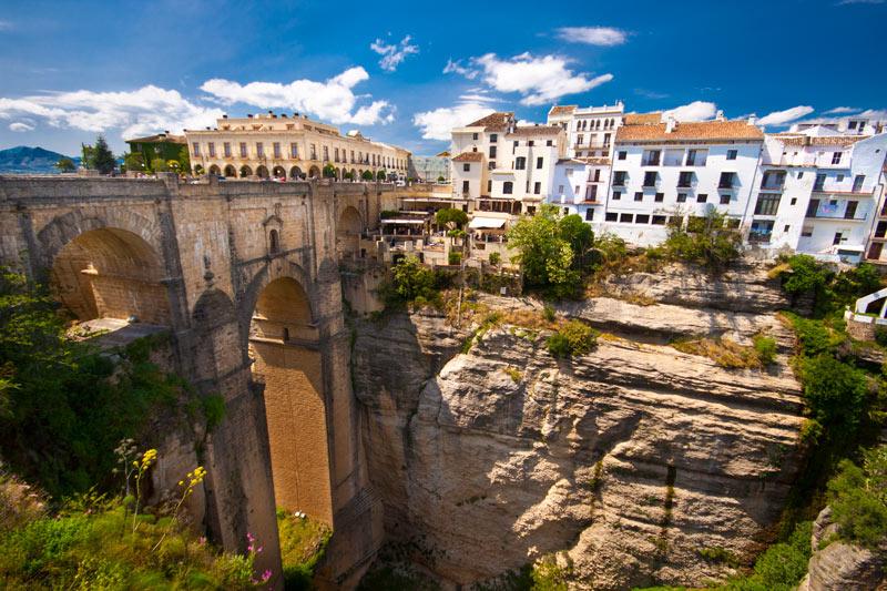 Puente Nuevo in Andalusië een van de 5 populairste fly en drives
