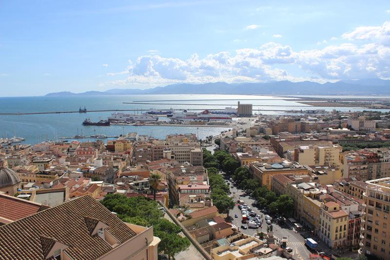 De hoofdstad Cagliari in Sardinië hoort bij de route voor een rondreis Sardinië