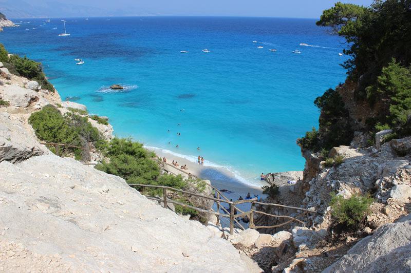 Cala Coloritze in Sardinië  een van de 5 populairste fly en drives