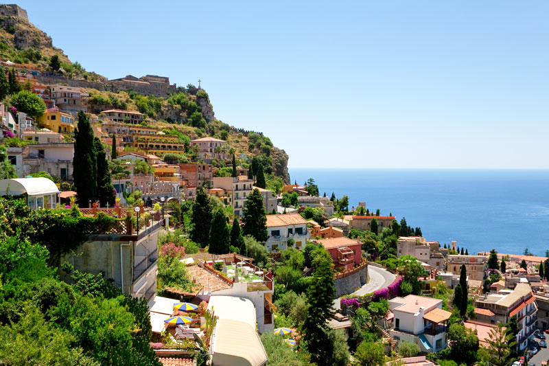 Castelmola in Sicilië een van de 5 populairste fly en drives