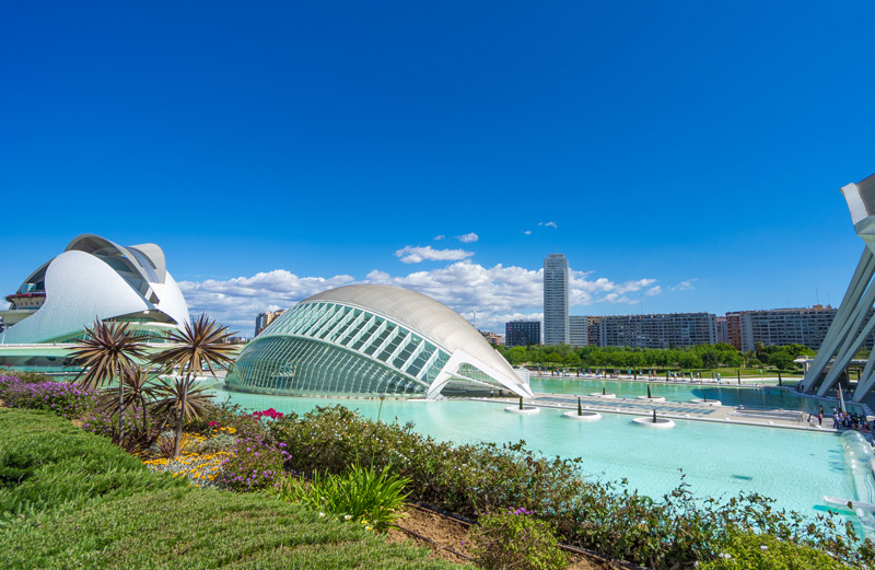 De Stad van Kunst en Wetenschap in het Turiapark behoort tot een van de Populaire stedentrips