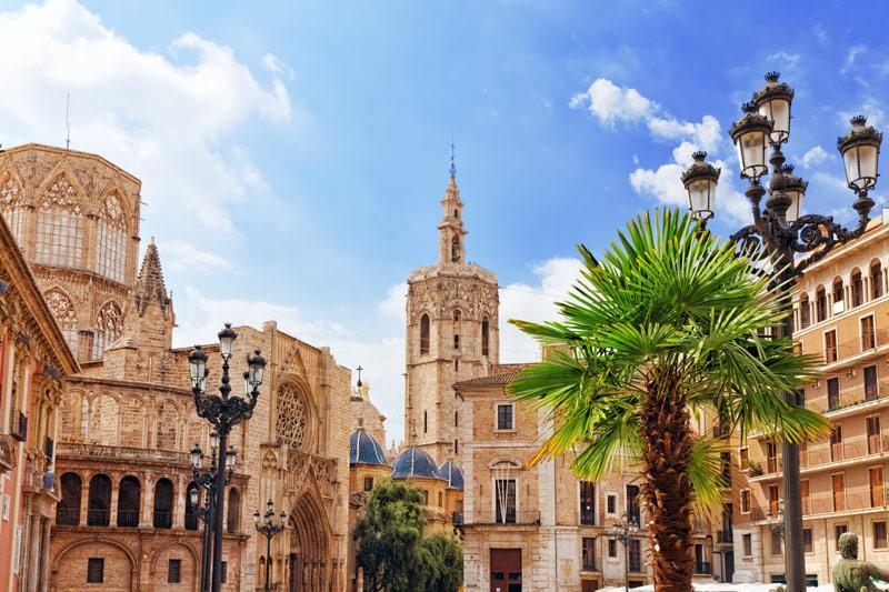 Het Kathedraal in het oude centrum van Valencia behoort tot een van de Populaire stedentrips