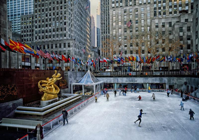 De schaatsbaan Rockefeller kerstmarkt 2020 New York op een van de top 15 mooiste kerstmarkten van 2020