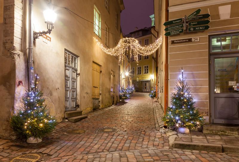 het centrum van Tallinn tijdens kerst behoort tot een van de stedentrips in de winter