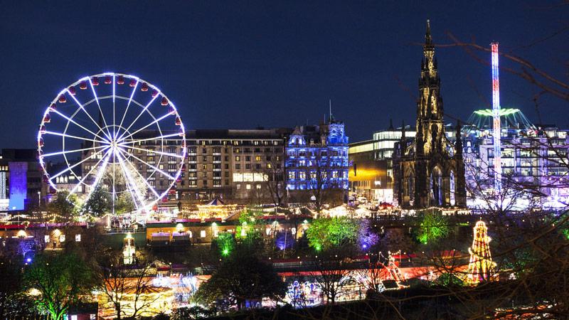 De gezellige kerstmarkt 2020van Edinburgh op een van de top 15 mooiste kerstmarkten van 2020