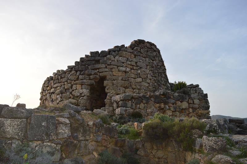Nuraghe in Su Nuraxi di Barumini hoort bij de route voor een rondreis Sardinië