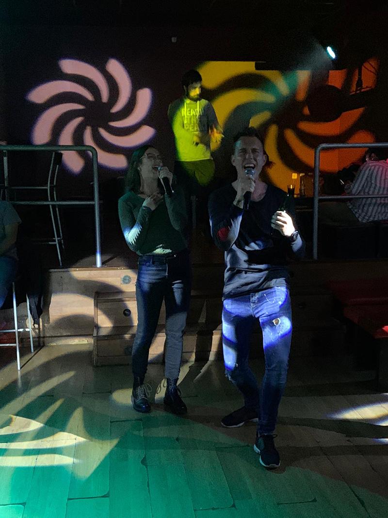 Karaoke in bar Al Albana Valencia hoort bij Bebsy in Spanje de Valencia tips