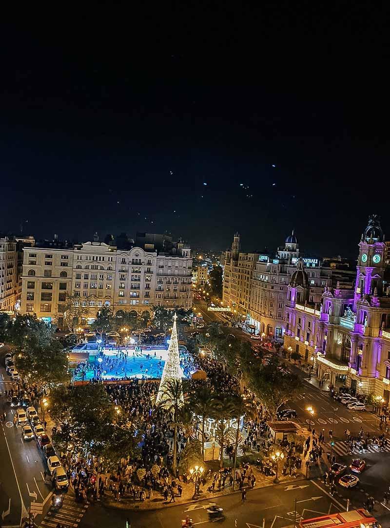 De Skybar op de kerstmarkt hoort bij Bebsy in Spanje de Valencia tips