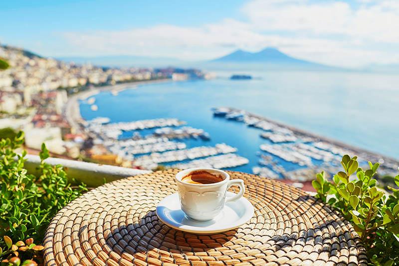 Koffie in de stad Napels behoort tot 5x de leukste stedentrips Italië in Rome