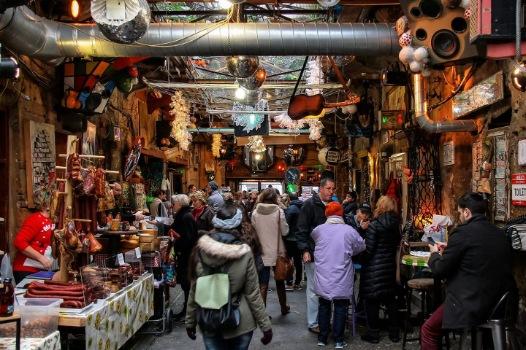 De Szimpla Kert markt hoort bij een van de 5 verborgen hotspots Budapest