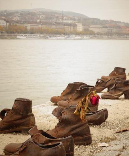 Het Schoenenmonument hoort bij een van de 5 verborgen hotspots Budapest
