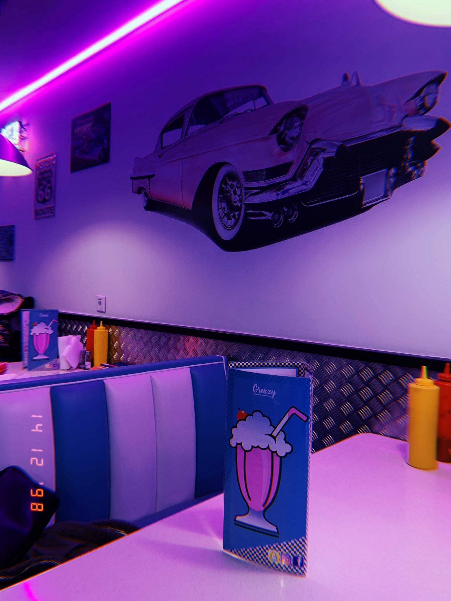 Het interieur van restaurant Greazy in Amsterdam een van de beste restaurants Nederland