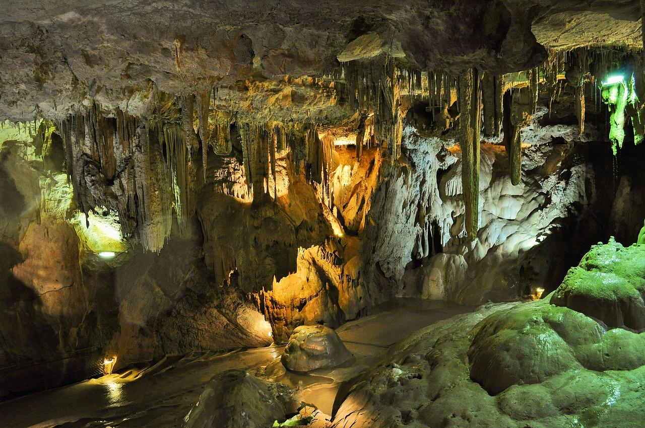 Een bezoek aan de Grotten van Hato is echt een wat te doen Curaçao wat je niet mag missen