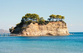 De badplaats Agios Sostis