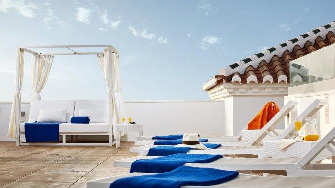 Terras van hotel Villa Flamenca in Nerja