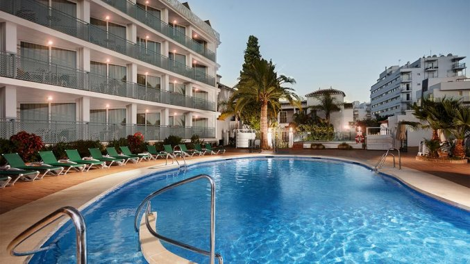 Zwembad van hotel Villa Flamenca in Nerja