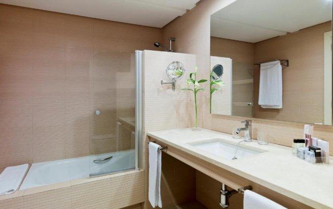 Badkamer hotel H10 Estepona Palace in Costa Del Sol