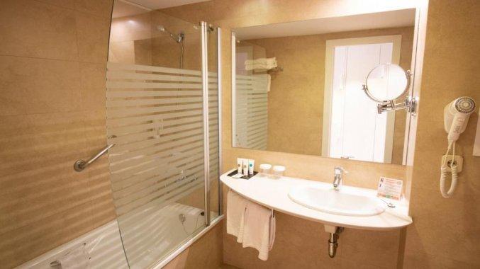 Badkamer van hotel Golden Taurus Aquapark in Costa Brava