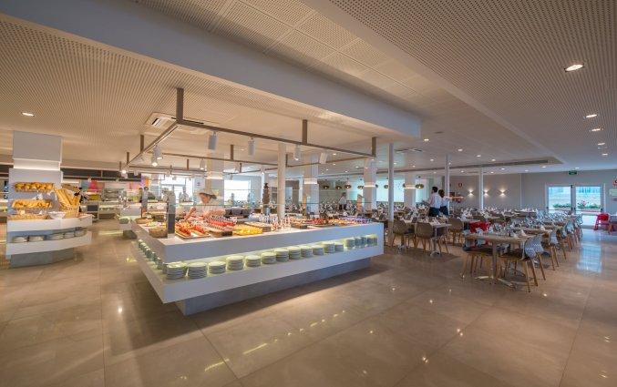 Buffetzaal met stoelen van Taurus Aquapark resort aan de Costa Brava
