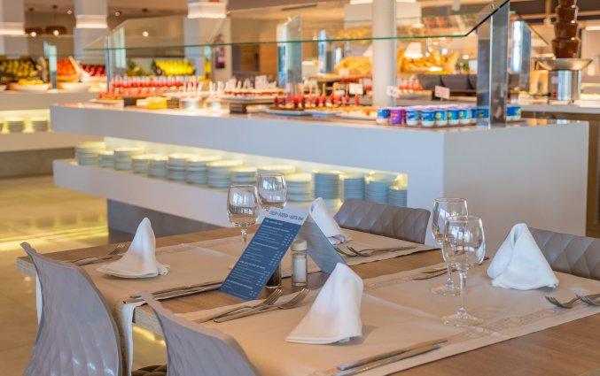 Restaurant met buffet van hotel Taurus Aquapark Resort aan Costa Brava