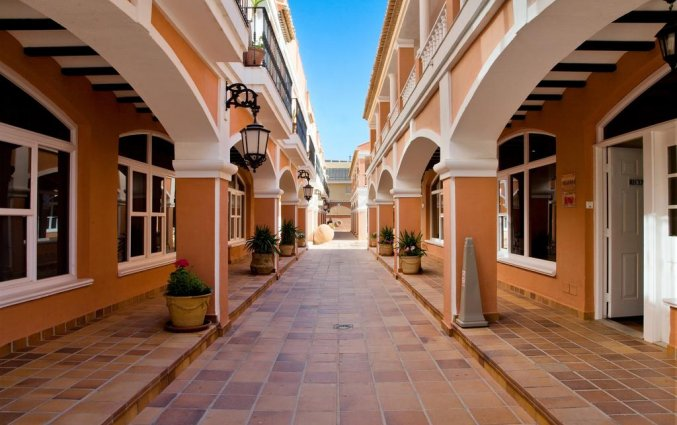 Gangen van hotel Lloyds Beach Club in Alicante