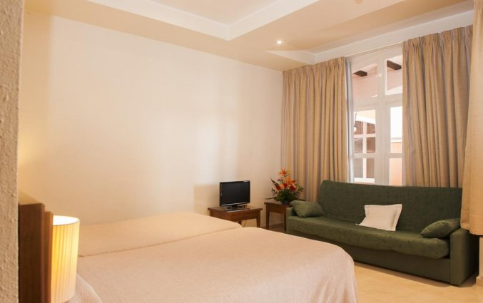 Slaapkamer van hotel Lloyds Beach Club in Alicante