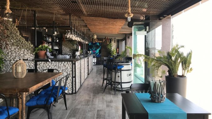 Bar van hotel Lloyds Beach Club in Alicante