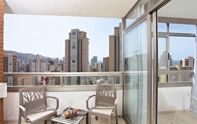 Balkon van hotel Resort Flamingo Beachin Alicante