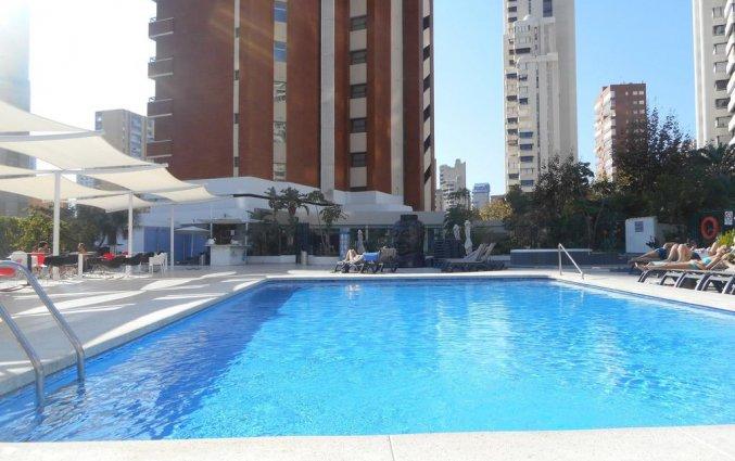 Zwembad van hotel Resort Flamingo Beachin Alicante