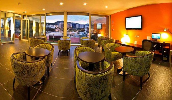 Restaurant van hotel La Cala in Alicante