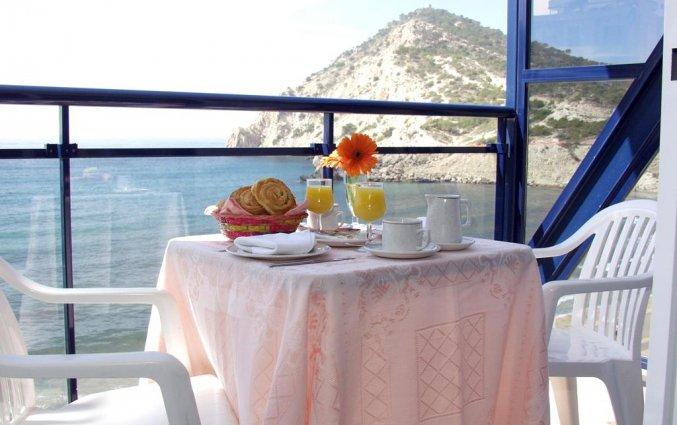 Balkon van hotel La Cala in Alicante