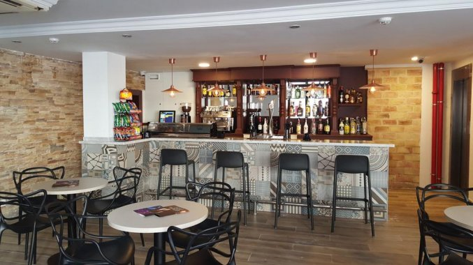 Bar van hotel Queens by Mc - Only Adults in Alicante