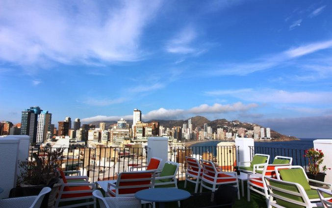 Terras van hotel Queens by Mc - Only Adults in Alicante