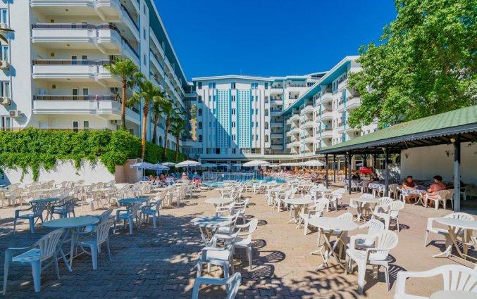 Buiten terras van hotel Blue Star Alanya