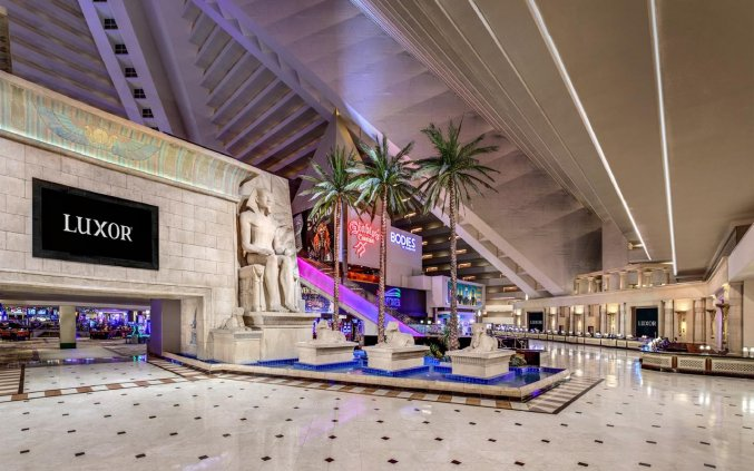 Lobby van hotel Luxor en Casino