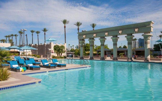 Zwembad van hotel Luxor en Casino
