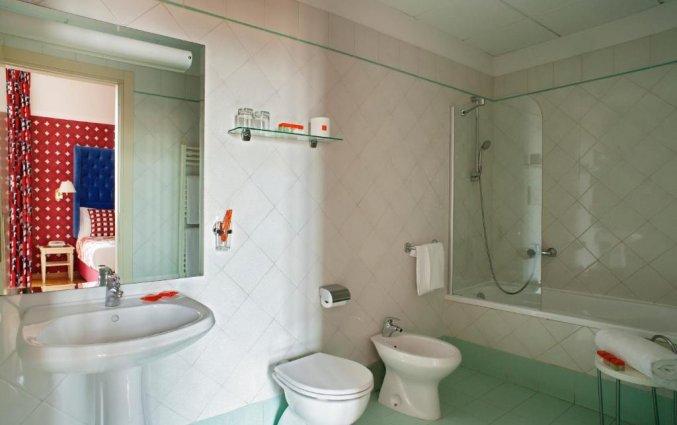 Badkamer in kamer van Hotel Room Mate Luca in Florence