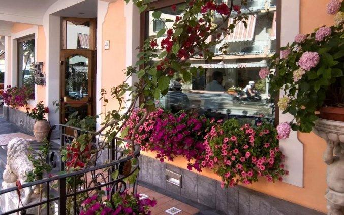 Ingang van Hotel Santa Lucia in Amalfi