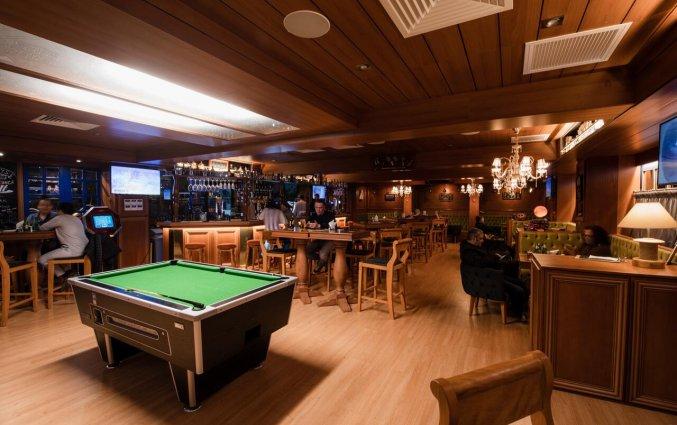 Bar met pooltafel in Pebbles Resort St. Paul's Bay