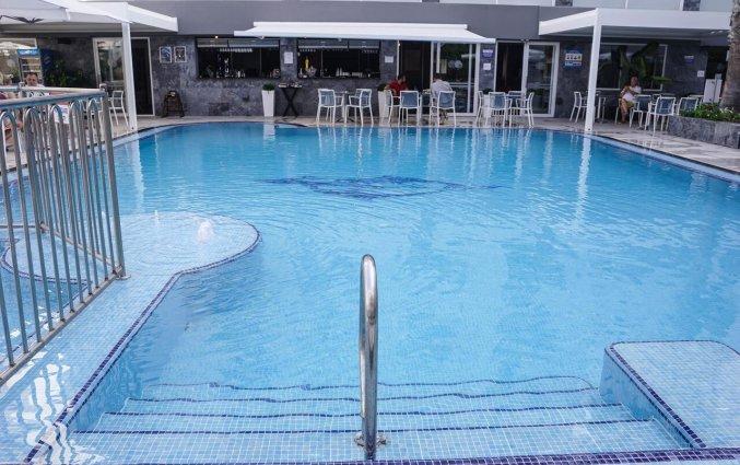 Buitenzwembad van Pebbles Resort St. Paul's Bay