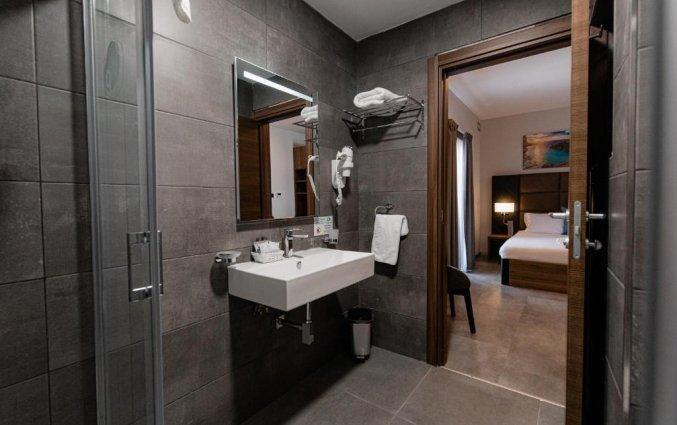 Badkamer in de hotelkamer van Pebbles Resort St. Paul's Bay