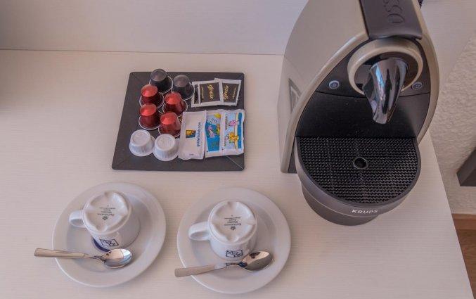 Koffie- en theezetfaciliteiten van Hotel Golden Mar Menuda aan de Costa Brava