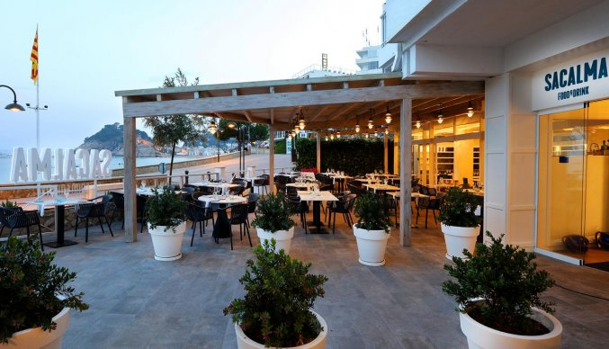 Terras van Hotel Golden Mar Menuda aan de Costa Brava