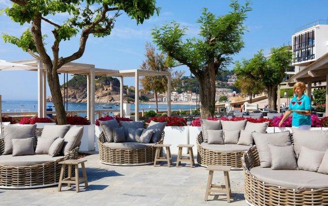 Buitenlounge van Hotel Golden Mar Menuda aan de Costa Brava