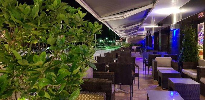Terras van hotel Pi-mar in Costa Brava