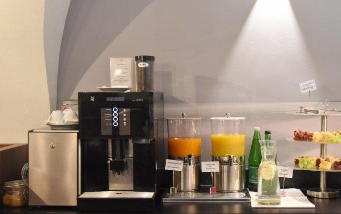 Drankje bij ontbijt van Boutique Hotel Dom in Graz