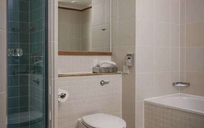 Badkamer van Hotel Mercure Brigstow in Brigstow